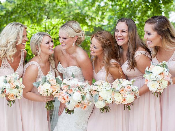 Какое вечернее платье надеть на летнюю свадьбу?